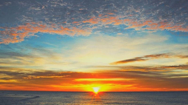 【画像】日の出前の夜明けの時間にエネルギーチャージを